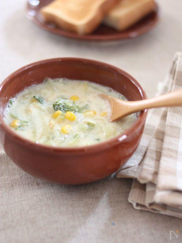 しょうがみそ風味のクリーミーなスープレシピ。とろとろに煮えた白菜がじんわり優しい美味しさです。