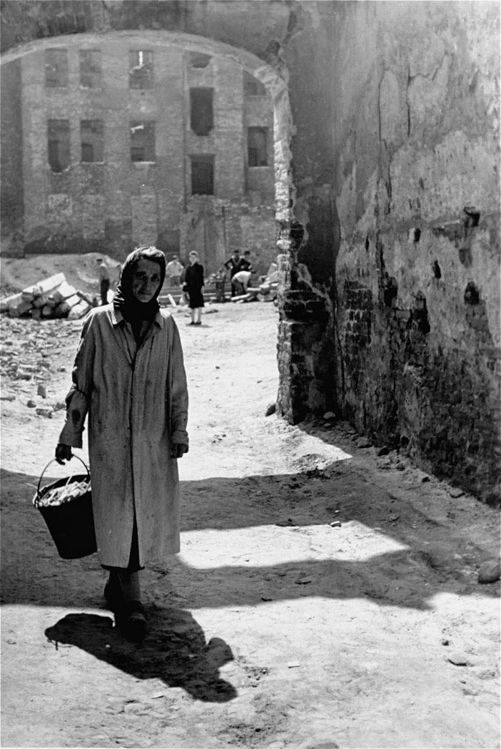 an examination of the jewish ghettos during world war ii The holocaust is one of the most notorious acts of genocide in modern history the many atrocities committed by nazi germany before and during world war ii destroyed millions of lives and permanently altered the face of europe.