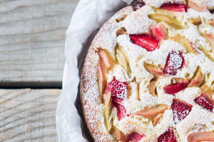 Erdbeer-Rhabarber Joghurtkuchen