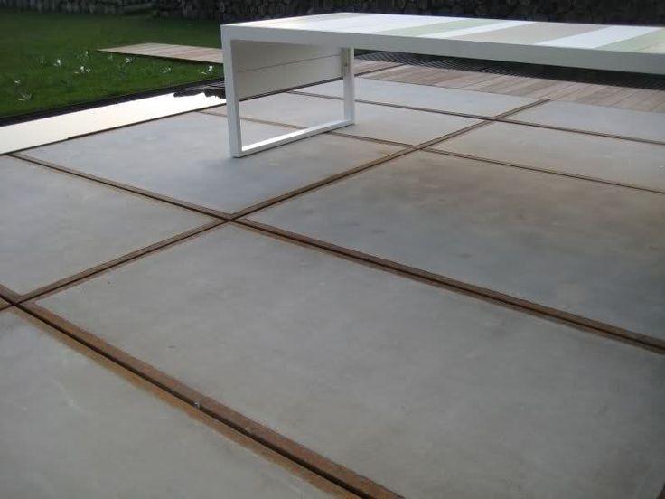 Betonplaten terras met houten pad tuin idee pinterest met bos en modern - Terras rand idee ...