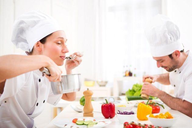 ¿Las mujeres tienen un mejor sentido del gusto?, En realidad sí lo tenemos y más en ciertas situaciones de nuestras vidas. ¿Sabes por qué? Esta es la respuesta...seguro que os sorprende! #salud #mujeres #gusto #alimentos