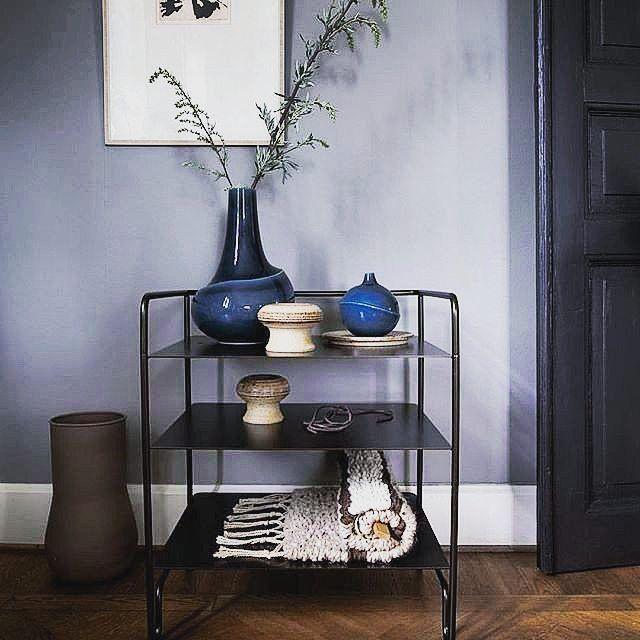 Snyggt sängbord från serien Coco Collection av Caroline Ek i plåt & stål! Hittas på SovrumsShoppen.se. Trevlig söndag! #sängbord #säng #sovrum #carolineekdesign #carolineek #design #bedroom #inredning #design #svenskdesign #hem #heminredning #möbler #sovrumsinredning #home #interiordesign #interiör #shopping #förvaring #bord #nighttable #inspiration #nordiskdesign #livingroom #life