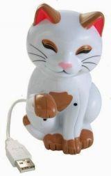 USB Kitty mit Bewegungssensor: Die niedliche Katze faucht, wenn sich jemand ihr nähert.  Und Kalenderfunktion: Kitty erinnert an Termine :-)  Durch zwei eingebaute Infrarot-Sensoren kann die USB Kitty Bewegungen vor ihr feststellen und so durch Miauen und Bewegungen des Kopfes unbefugte Computerbenutzer vertreiben. Des Weiteren kann man mit der mitgelieferten Software Termine festlegen, an die einen die USB Kitty dann erinnert. Es ist möglich, alle Soundeffekte auszutauschen oder…