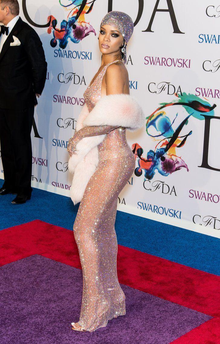 Pin for Later: Oseriez-Vous Porter Une Robe Transparente? Rihanna Qui pourrait oublier cette incrustée de cristaux et signée Adam Selman?