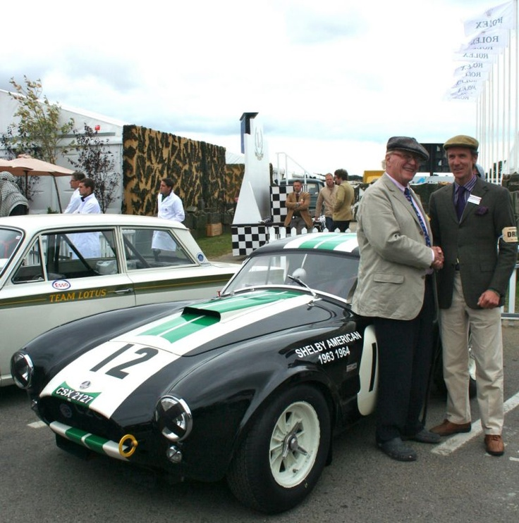 Ludovic Caron et Dan Gurney devant L'Ac Cobra CSX2127