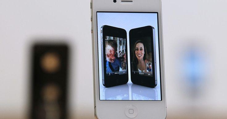 Cómo hacer que tu música sea el tono de llamada de tu iPhone. Si deseas personalizar el modo en que suena tu iPhone cuando recibes llamadas, tienes la opción de crear tus propios tonos de llamada utilizando la música que almacenas en la aplicación iPod. Para ello, deberás descargar una aplicación para creación de tonos de llamada. La tienda de aplicaciones de iTunes ofrece varias de estas aplicaciones y ...