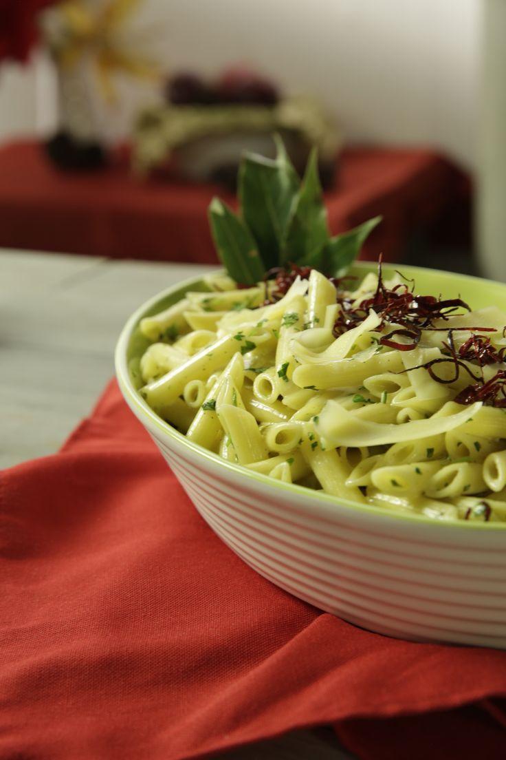 Prepara esta DELICIOSA pasta de cilantro y queso parmesano en cualquier cena o reuinón con los amigos.