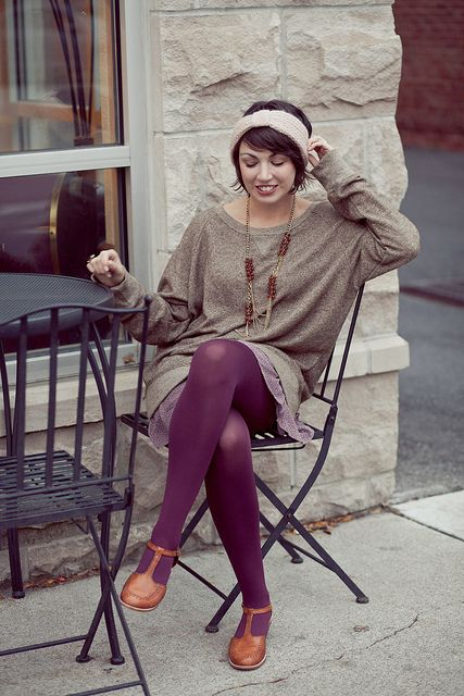 i'm loving the oversized sweater trend. love the colors in her outift.