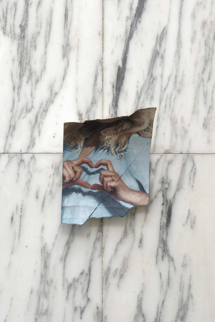 Louise Sartor, Love, 2016,gouache sur rouleau de papier toilette, 15 x 9,5 cm.Aurélien Mole.