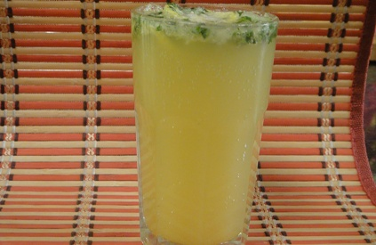 Minty Raw Mango Fizz: Refreshing chilled drink with the flavour of fresh mint leaves and raw mangoes.