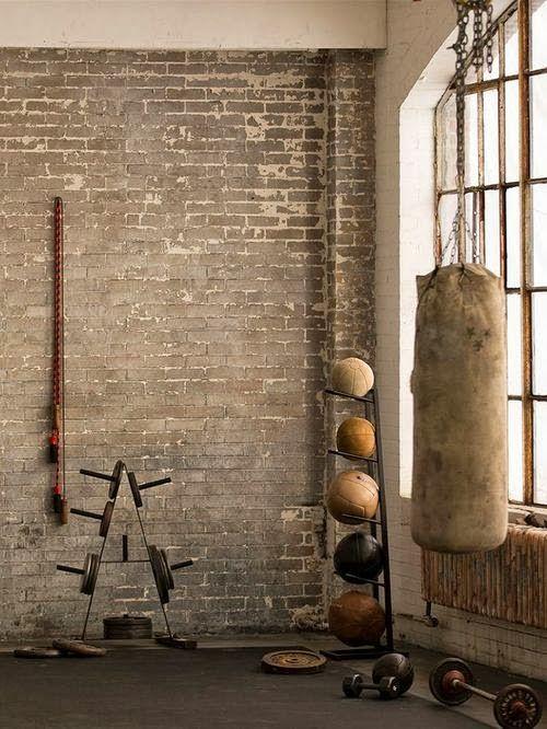 SELENCY : Vintage sport / sport room / punch ball / sport equipment