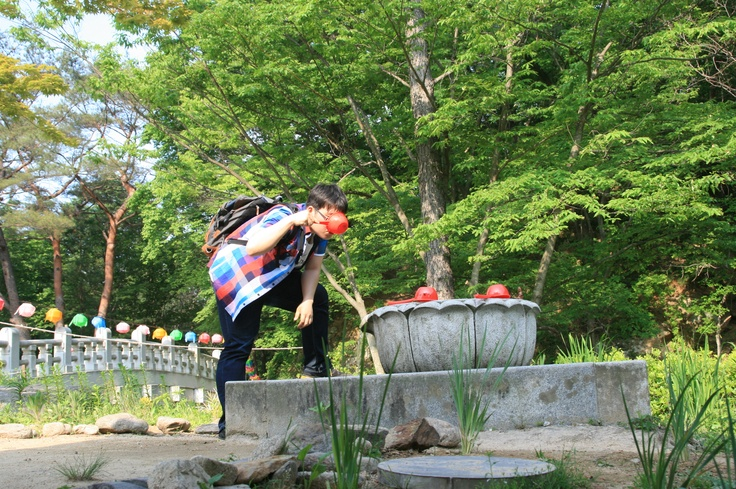 During Korail HANARO trip  @ 2012.5.25 김천 직지사  아무도 없는 직지사에서 혼자 약수물을 마시는 타이머 셀카를 찍는 Teddy Kim