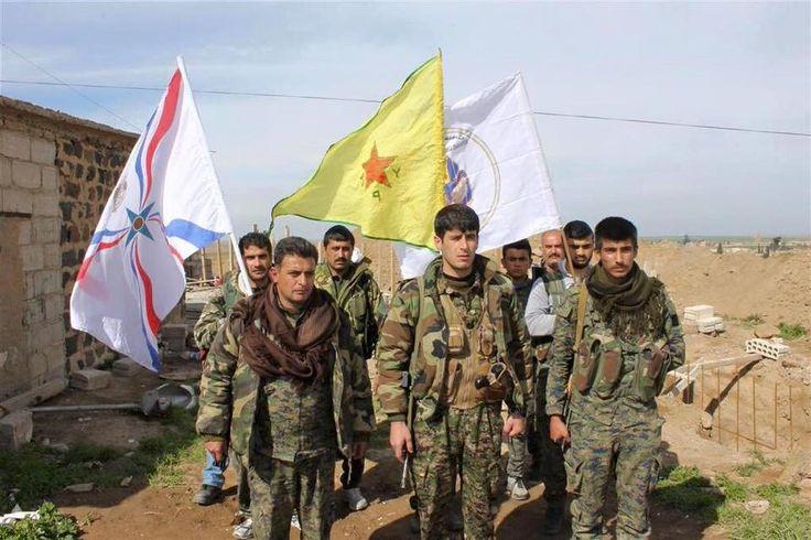 """KIBLAT.NET, Hasakeh – Pejabat rezim Assad dan perwakilan Kurdi PYD menggelar pertemuan untuk kembali mengikat perjanjian gencatan senjata di antara kedua belah pihak. Gencatan senjata yang telah disepakati ini telah meredam bentrokan antara pasukan rezim dan Kurdi PYD. Mereka dikabarkan membagi wilayah Qamishli menjadi dua bagian. """"Akan ada pertemuan baru hari ini (Sabtu) di bandara …"""