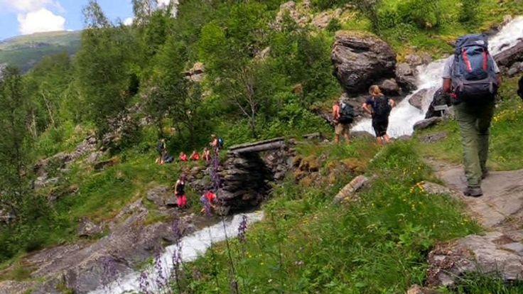 Fottur ned Aurlandsdalen. Fra Glimt av Norge, september 2014.