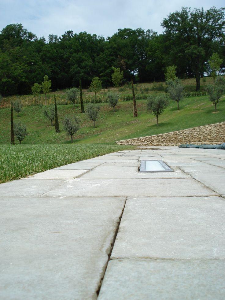 pavimento esterno in lastre di pietra calcare http://www.pulchria.it ...