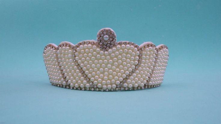 Faça você mesma: tiara com coroa de pérolas