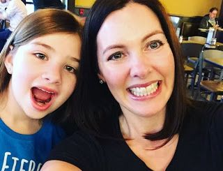 Мама с дочкой организовали движение против принцесс #KIDFIT_news  Дочь, предпочитающая «мужские» занятия, вдохновила маму на создание сайта, посвященного сильным женщинам.  Нежелание маленькой дочки ограничиваться исключительно женскими занятиями вдохновило американку Бекки Томпсон на создание сайта, посвященного сильным женщинам. «Считается, что все девочки хотят быть принцессами, но на самом деле это далеко не так, – заявила Томпсон на своем портале.