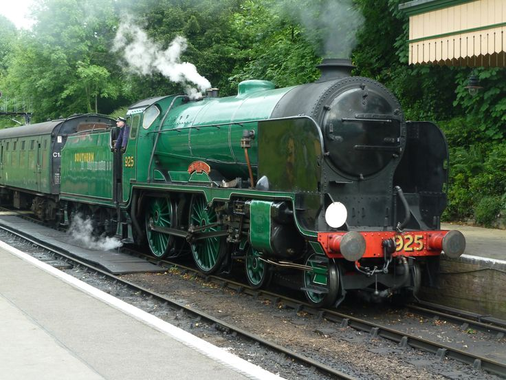 Schools class 'Cheltenham' 925 from the mid hants railway taken at Alresford.