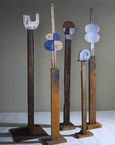 : Francisco Matto, Totems (U, Venus azul, Rostro humano, Caracol, Venus), bois peints, diff. dates et tailles