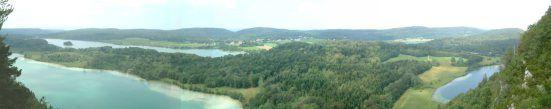 Situé dans le Parc Naturel Régional du Haut Jura, Frasnois est un charmant village au cœur de la région des lacs.   Non loin de Clairvaux-les-Lacs, se trouve le belvédère des quatre lacs (Jura, Franche-Comté, FRANCE). Depuis cette hauteur, on peut admirer ...