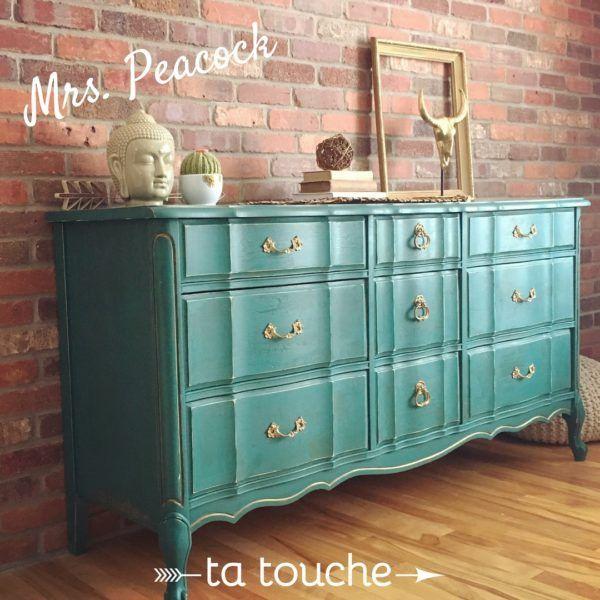 Commode provençale turquoise sur mur de briques par ta touche relooking de meubles (atelier situé à Chambly)
