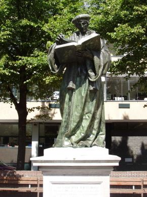 The statue of Erasmus is the oldest statue of the Netherlands. It is located at the foot of the Great or St. Lawrence Church in Grotekerkplein in Rotterdam. The bronze statue of Hendrick de Keyser dates from 1622.