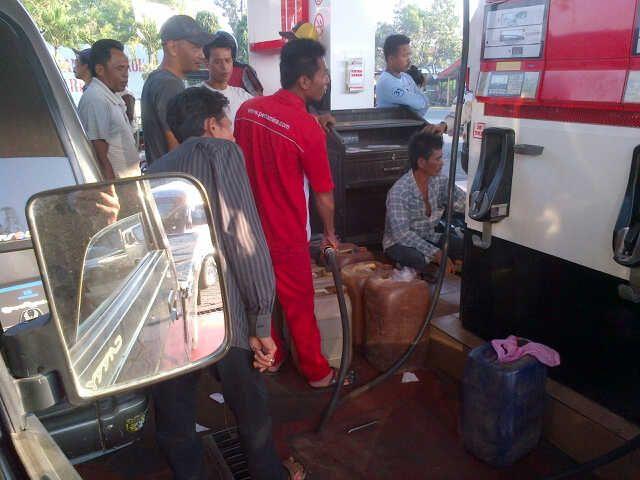 Pelanggaran SPBU Pamekasan dan Bangkalan Layani Pembeli BBM Berjerigen