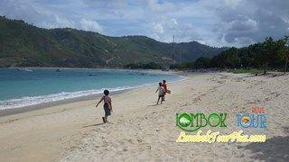 Wisata Pantai Kuta Lombok Yang mempesona bersama Lombok Tour Plus.