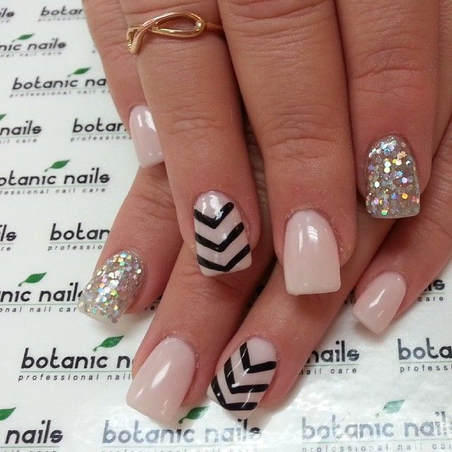 """Nail Recipe: Nude Base Color Nails & 2 Black """"Arrows Tail"""" Accent Nails & 2 Arodesant GLITTER Accented Nails.."""
