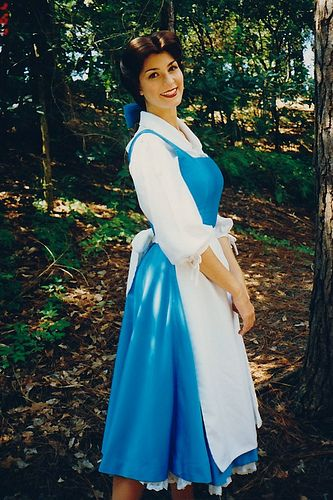 Bella - La Bella y la Bestia (Beauty and the Beast) #cosplays