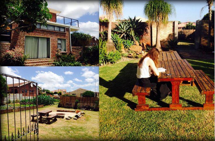 Week 2 @ J'bay. 7:00 am: Reading my new bible @ our garden! // foto links boven: mijn slaapkamer // Vandaag onze medische check gehad in voorbereiding op 'Oriëntation': wordt een uitdaging en bijzondere ervaring! Iedereen is gespannen in huis, we kunnen ieder moment vertrekken // komende 3 weken: geen foto's:-)