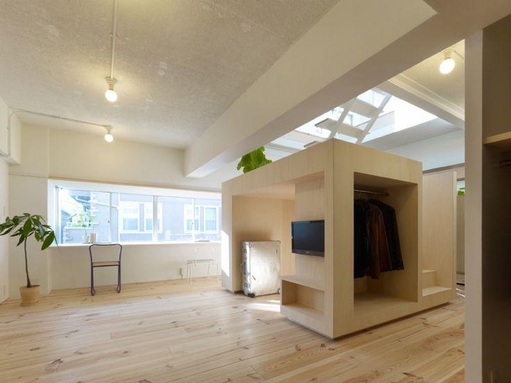 Kul idé, med kuben som ett fritt flytande objekt och trappan igenom den, som avslutas med en lättare trappkonstruktion, för att verkligen få till intrycket av en kub eller ett rum i rummet House in Megurohoncho / TORAFU ARCHITECTS