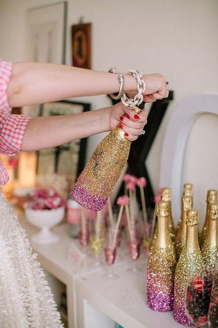 decoracao-garrafas-champanhe-brilhantes-reveillon