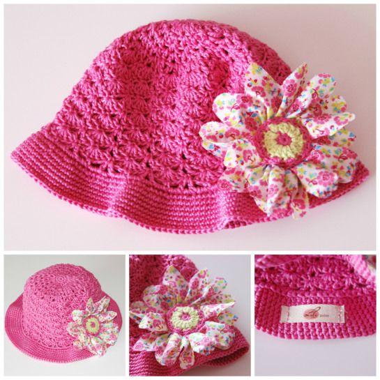 Chapéu em Croché com flor em tecido Crochet baby hat