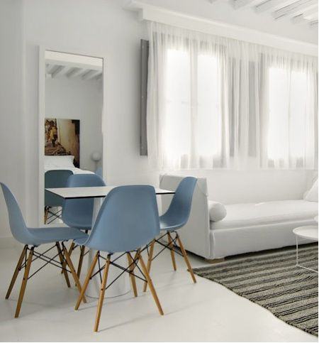 Easmes style side chairs.
