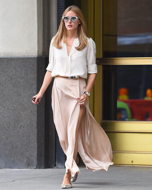 Olivia Palermo se promène à New York, le 22/07/2015: light pink maxi skirt and white t-shirt