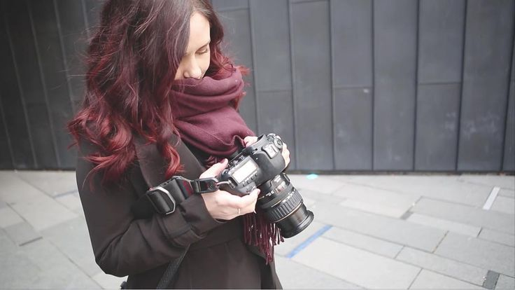 Behind the scenes from a shoot I had earlier this year #bts #behindthescenes #photographer #photoshoot #picoftheday #camera #canon #shoot #location #scarf #redhair #drammen #unionbrygge #union #fotografering #fotograf #norge #norway #cold #papirbredden