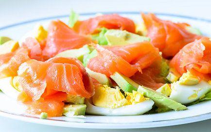 Avokado, laša un olas salāti