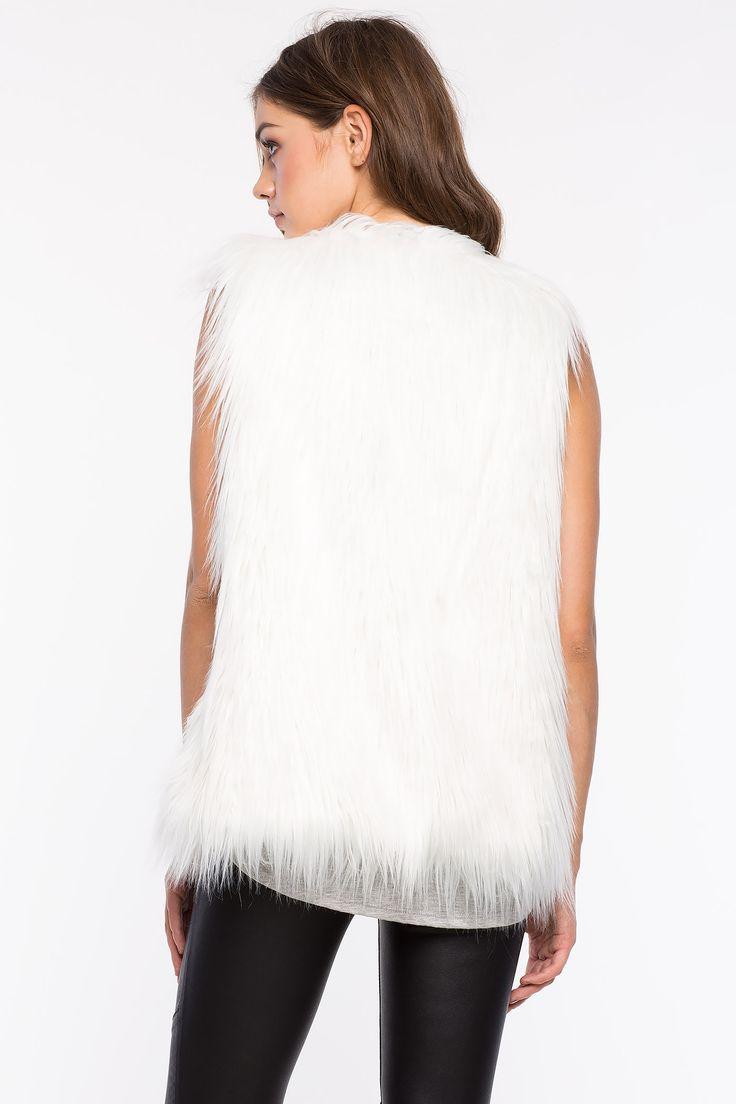 Жилет из искусственного меха Размеры: S, M, L Цвет: кремовый Цена: 1557 руб.  #одежда #женщинам #жилет #коопт