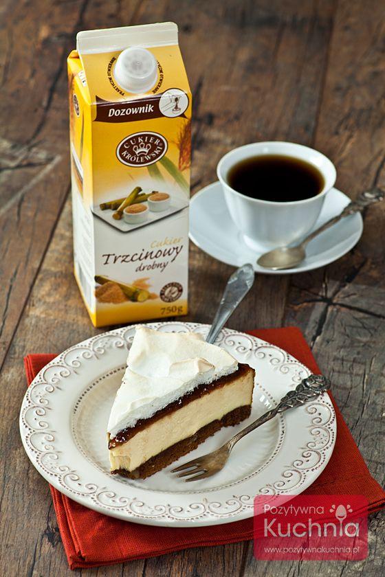 Sernik z powidłami - #przepis na #sernik z dodatkiem powideł, na czekoladowym spodzie, z bezą  http://pozytywnakuchnia.pl/sernik-z-powidlami/  #kuchnia #ciasto