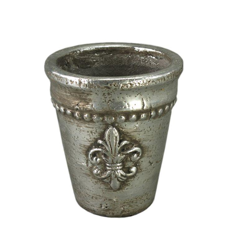 Vă prezentăm un ghiveci deosebit care cu siguranţă vă va trezi interesul: ghiveciul ceramic cu aspect metalic de înălţime 14 cm. Ghiveciul este realizat din ceramică însă datorită finisajului impecabil arată precum o piesă de artă. Având gravat pe el simbolul crinului florentin acest ghiveci arată mai mult ca un pocal bine făurit de pe mesele cavalerilor.