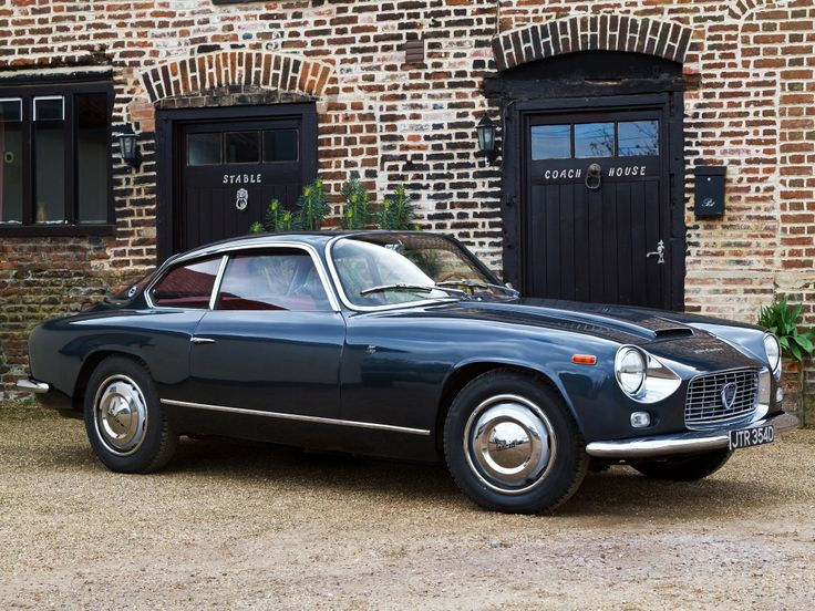 There's something about the Lancia Aurelia Spider that just makes me go absolutely weak at the knees. Those bulged out rear fenders are really what do me in. They're perfectly formed.