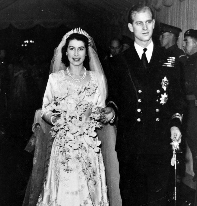 La Reine Elisabeth à son mariage avec le Prince Philip, Duc d'Edimbourg                                                                                                                                                      Plus