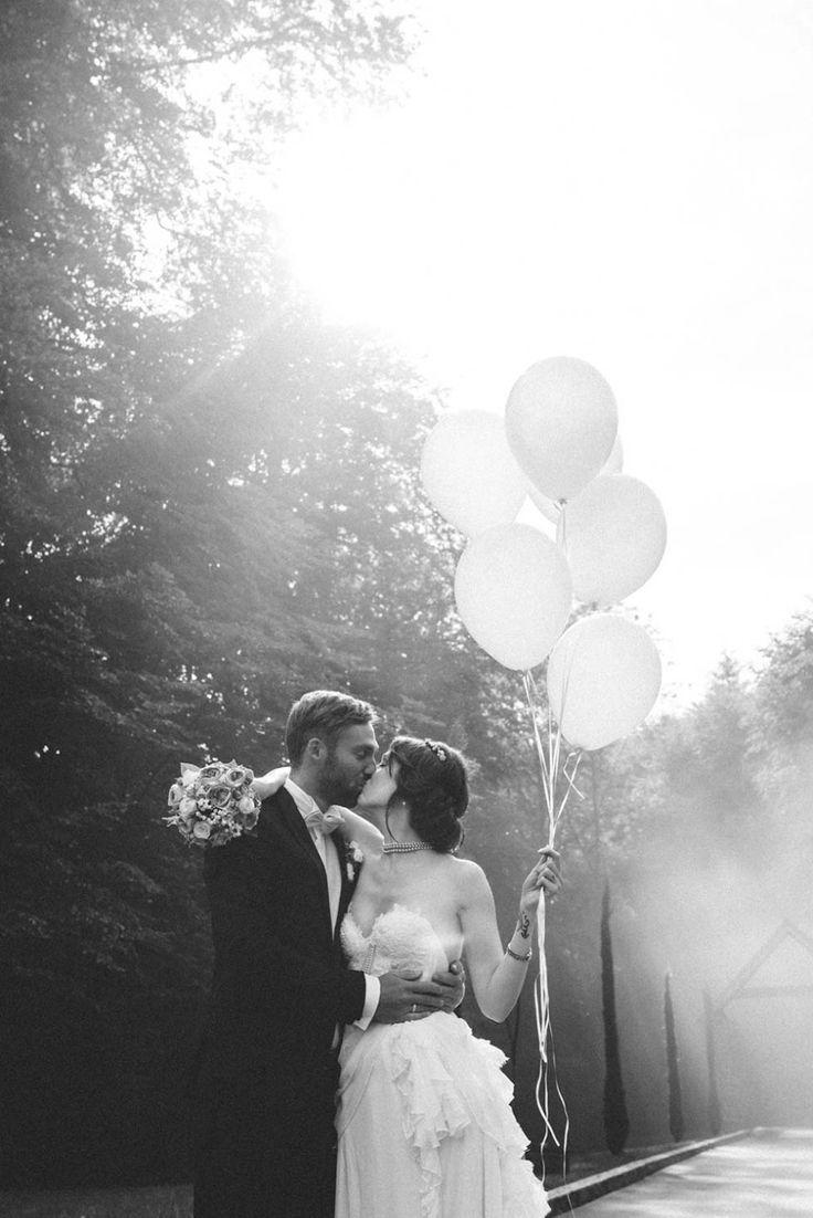 Laura und Nico: Eine Vintage-Hochzeit in Weiß und Rosé @Schneider's Family Business http://www.hochzeitswahn.de/inspirationen/laura-und-nico-eine-vintage-hochzeit-in-weiss-und-rose/ #vintage #wedding #mariage
