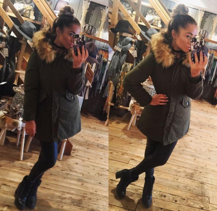 Heerlijke winterjas Parker met nep bond.  Deze gave winter jas hebben wij in de kleur leger groen, tot maat xl! http://www.halloshop.nl/a-45665881/kleding/winterjas/  60% katoen  35% polyester  5% elastine