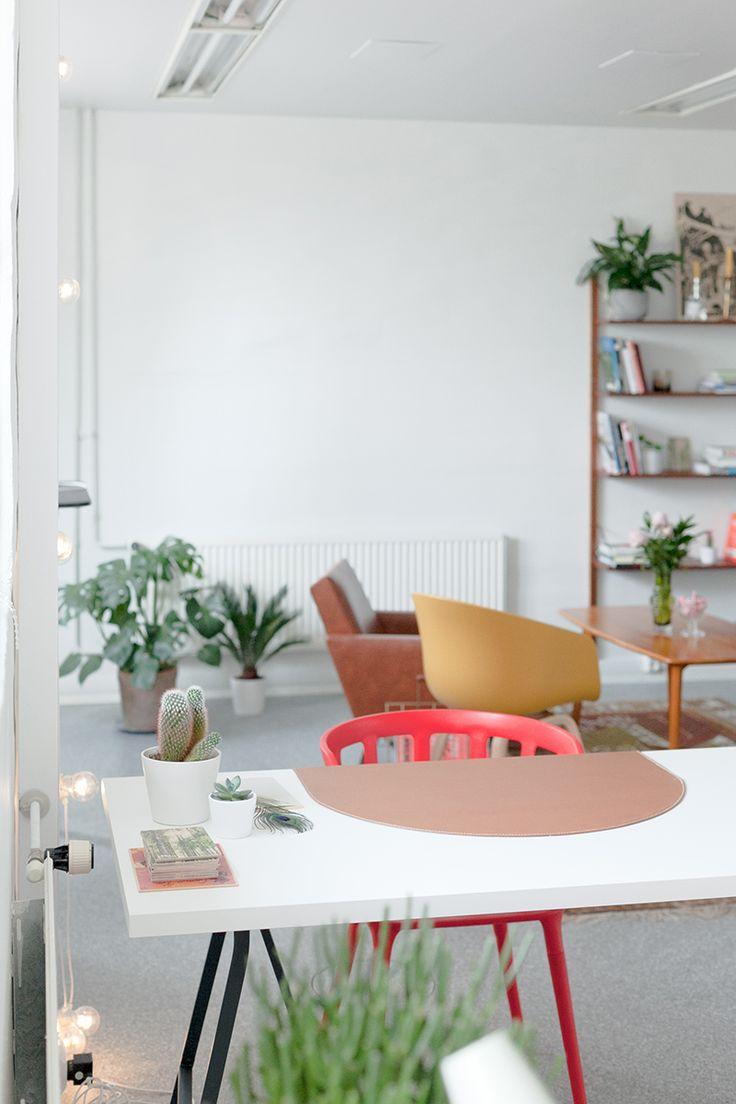 Strandgaton 3 is a creative space where you can rent a desk for a short period of time. Strandgaton 3 är ett frilanskontor i Vasa, Finland för kreativa där du kan hyra ett bord för en kort tid.  BLOMSTRANDE | Blomstrande Initiativ: Strandgaton 3 | http://blomstrande.com