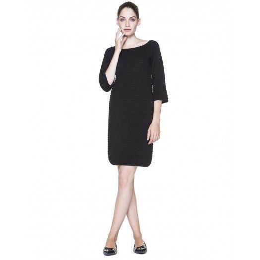 Kleid in Strick aus Mischwolle mit Rundkragen und 3/4- Raglanärmeln. Bleistiftschnitt, knielang. Gerade Passform.