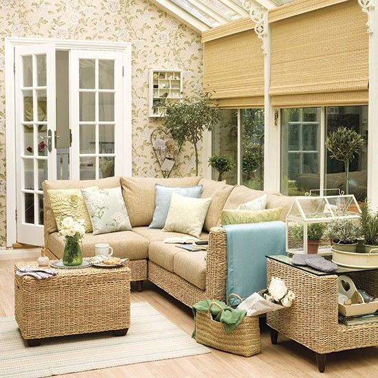Small conservatory with wallpaper