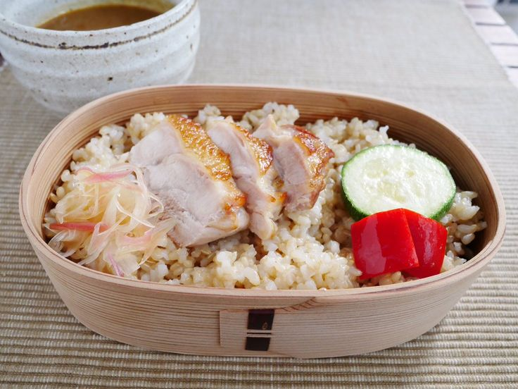 チキンカレー(玄米ごはん260g、ズッキーニと赤ピーマンの素揚げ、茗荷甘酢漬け)
