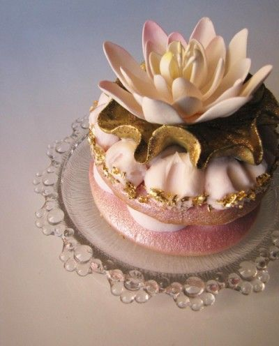 wow-Water Lily   conniecupcake.com: Gold Cake, Cupcakes Design, Wedding Cupcakes, Pale Pink, Minis Cake, Edible Art, Healthy Desserts, Cupcakes Rosa-Choqu, Water Lilies